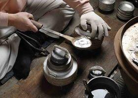 錫を流し込む工程